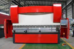 Piegatrice idraulica sincronizzata CNC