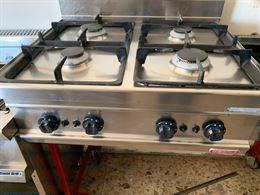 Cucina a a gas da banco 4 fuochi marca bertos